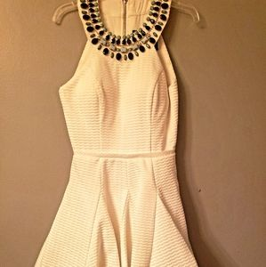 Classic,short white dress-high, jeweled neck Sz 0
